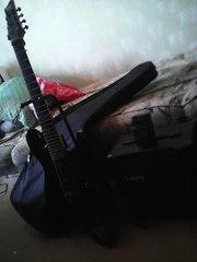 Продам семиструнную гитару,  комбик и педальку