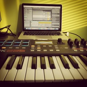 Миди-клавиатура Akai Pro MPK225